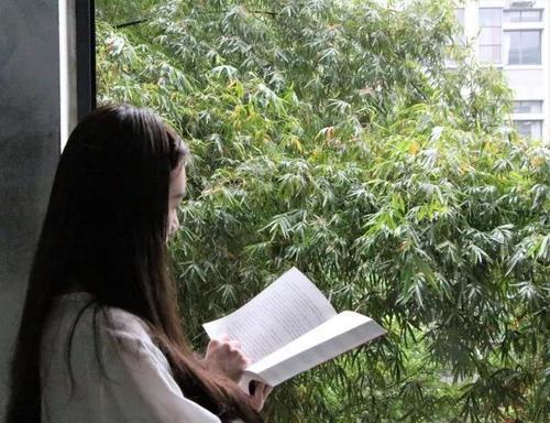 人在读书的图片真人